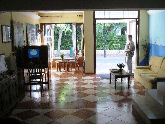Hotel Antares: front foyer area