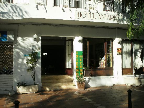 Hotel Antares: front of hotel