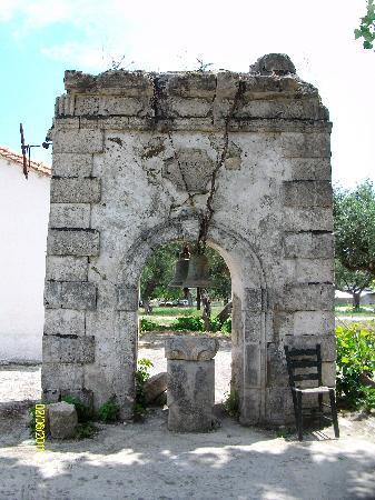 Plessas Palace Hotel: church remains