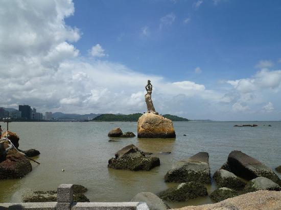 Statue of Fisher Girl: 本当は少し遠いです