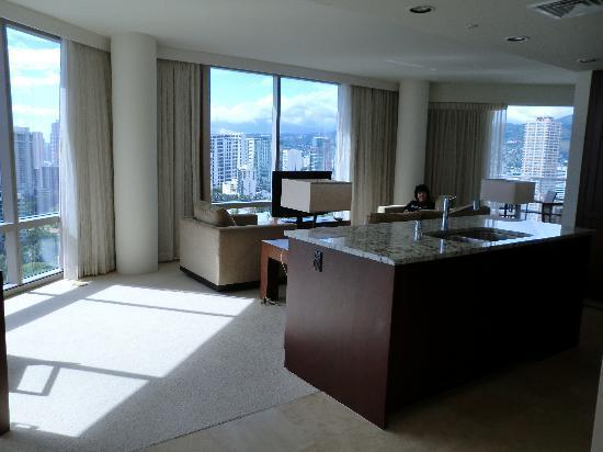โรงแรมทรัมพ์อินเตอร์เนชั่นแนล ไวกิกิบีชวอล์ค: キッチン&リビング