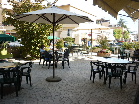 Grand Hotel Plaza: the seating area at the side