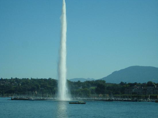 SwissSafari GmbH: The fountain on Lake Geneva