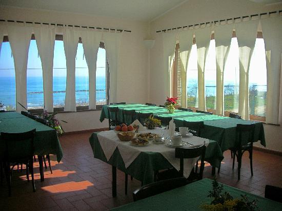 Agriturismo Mare in Campagna: la sala ristorante (interno)