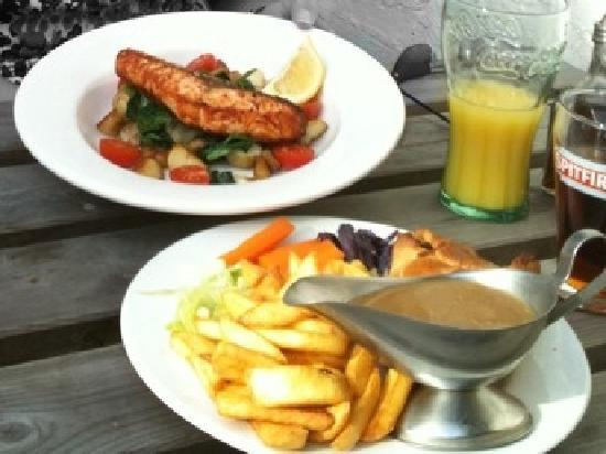 The Kings Head Restaurant: full for a £10 and fresh made.