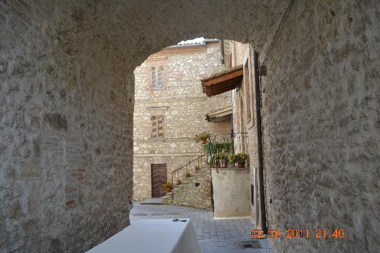 Castello di Montignano Relais & Spa: One of the alleyways within the Castello grounds