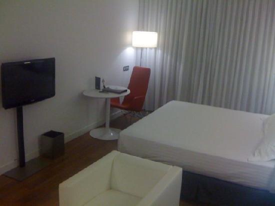 โรงแรมแอคเซอ บาราจาส์: Bed