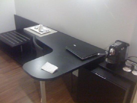 โรงแรมแอคเซอ บาราจาส์: Office desk