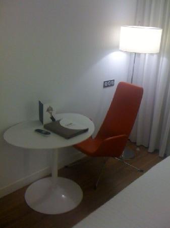 โรงแรมแอคเซอ บาราจาส์: Design chair