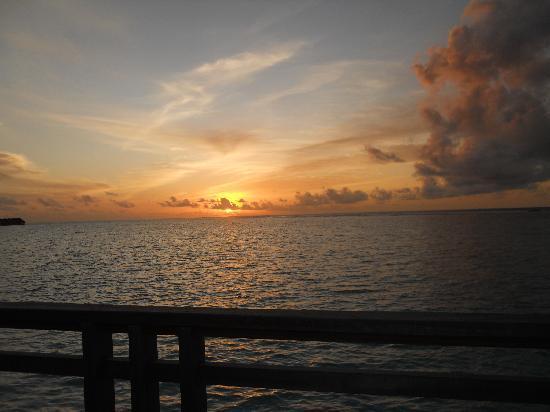 เวลาสซารุ มัลดีฟส์ รีสอร์ท: Sunset at Velassaru