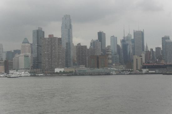 Classic Harbor Line: New York-Downtown views