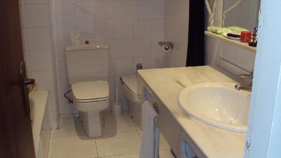 H·TOP Caleta Palace: Bathroom