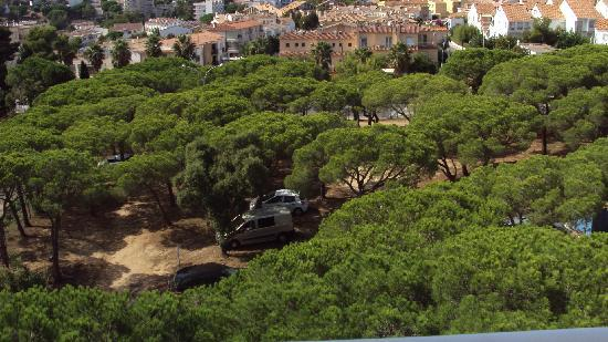 H·TOP Caleta Palace: View of the car park from our balcony