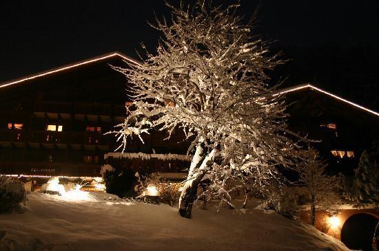 โรงแรมชาเล่ต์เซนเกอร์: Zauberhaft auch in der Nacht ♥