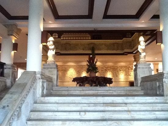 แอสตันบาหลีบีช รีสอร์ท & สปา: hotel entrance