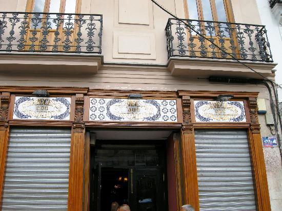 Cerveceria 100 Montaditos: La location di Plaza della Reina