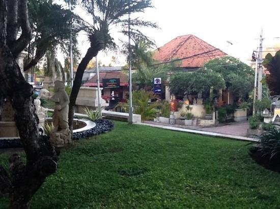 แอสตันบาหลีบีช รีสอร์ท & สปา: coco's opposite hotel great food