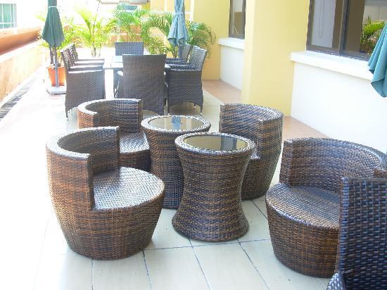 โรงแรมกาย่าเซนทรี่: Gaya Centre Hotel: Open-air patio