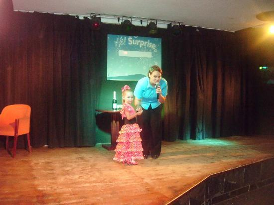 Globales Palmanova: my daughter on stage