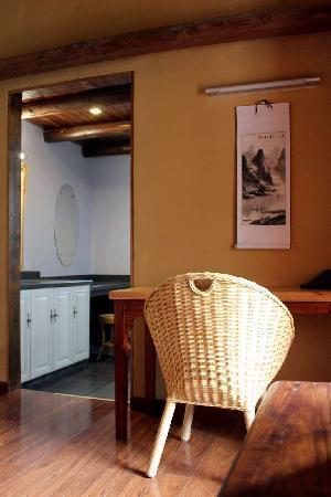 Secret Garden Boutique Hotel: Standard Room with bay window