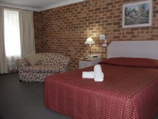 Town & Country Motor Inn: Deluxe Room