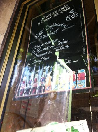 BEST WESTERN Montmartre Sacre-Coeur: Cafe Montmartre Rue Custine/Rue de Clignancourt