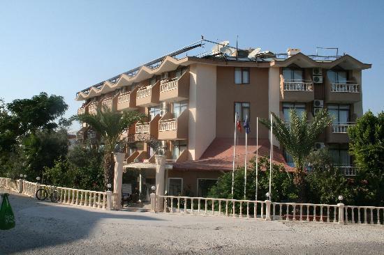 Daisy Garden Hotel: Hotel entrance
