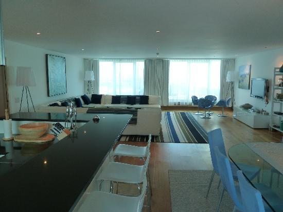 Wadebridge, UK: Lounge area Apartment 203