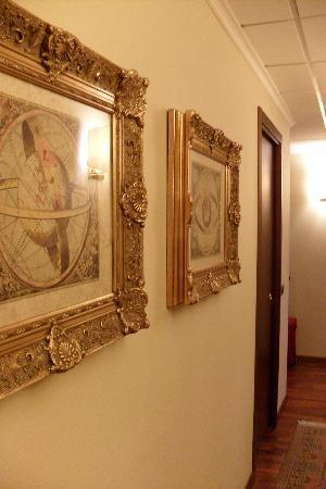 โรงแรมเวสทิน กัลเลส: hallway in our suite