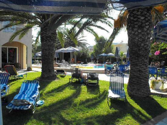 Zakantha Beach Hotel: morning