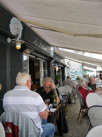 Le Belem: la terrasse avec vue sur le port