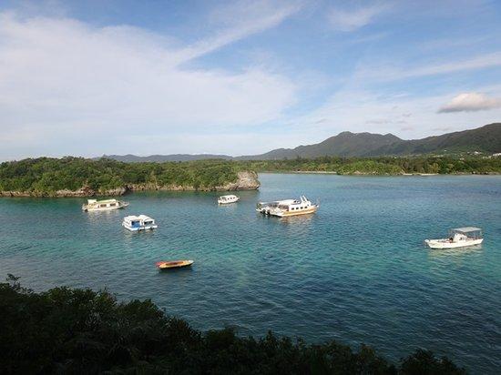 Kabira Park: エメラルドグリーンの海