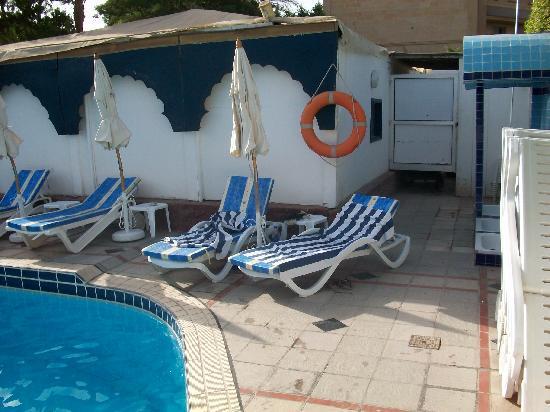 โรงแรม โอเอซิส: Oasis Hotel swimming pool