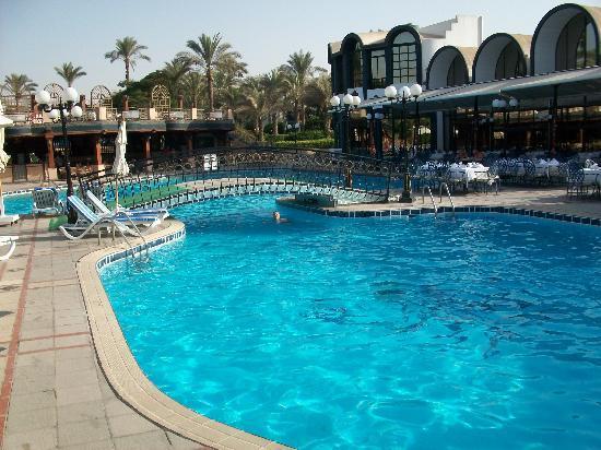โรงแรม โอเอซิส: Oasis Hotel swimming pool 2
