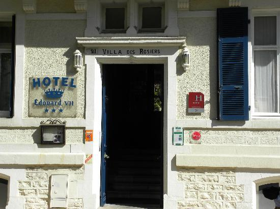The entrance of hotel Edouard VII