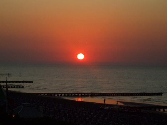 Hotel Cesare Augustus: Sun rise on our balcony