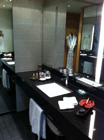 Sofitel Luxembourg Le Grand Ducal: Bathroom
