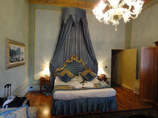 Palazzo Paruta: Spacious room.