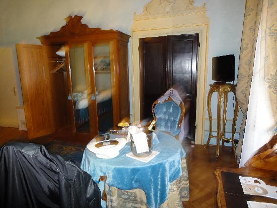 Palazzo Paruta: Classical furniture
