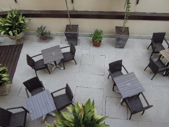 Hotel Ca' Fortuny: Open garden for breakfast