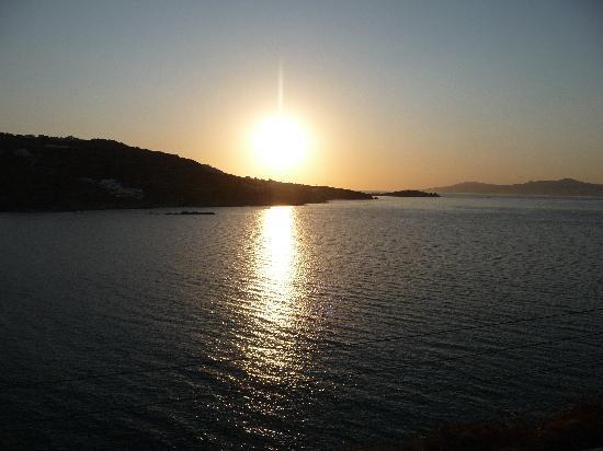 Vana Holidays Hotel: tramonto visto dalla piscina