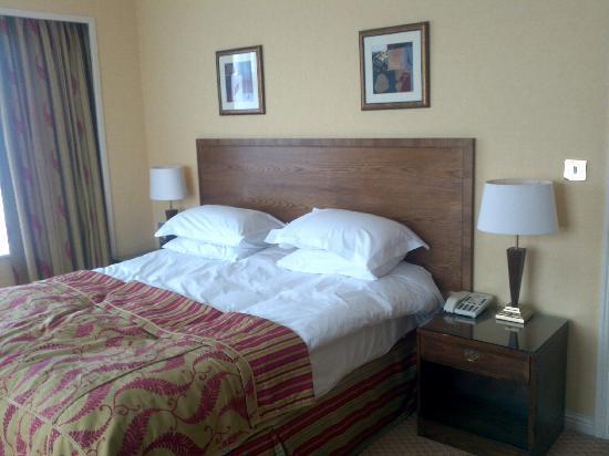 โรงแรมเดอ แวร์ สลาลีย์ ฮอลล์: King bed