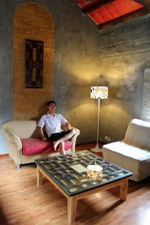 Secret Garden Boutique Hotel: Suite living-room