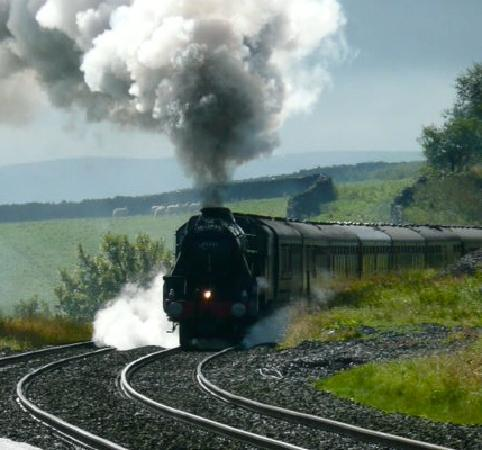 The Willows Bed & Breakfast: 'The Fellsman' Steam train passing through Horton Station