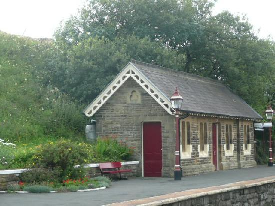 The Willows Bed & Breakfast: The quait beautifully restored waiting room at Horton-in-Ribblesdale Station