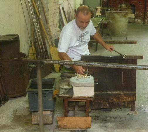 Museo del Vetro: artigiano del vetro al lavoro
