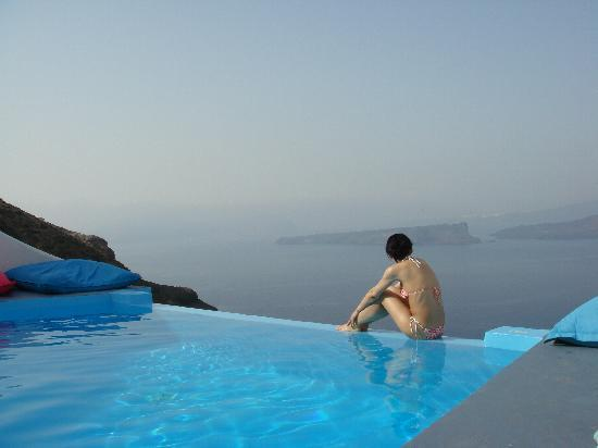 Astarte Suites: View from infinity pool towards volcano