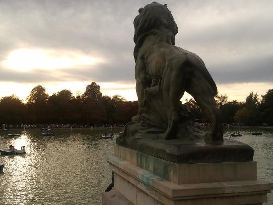 เรติโรปาร์ค: vista al estanque