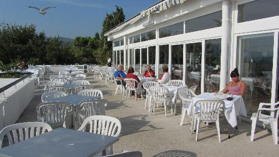 Valamar Girandella Resort: terrasse du restaurant
