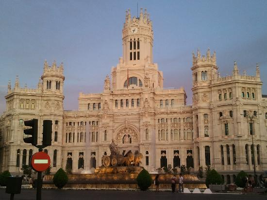CentroCentro Cibeles: the sunset colour over the nice building